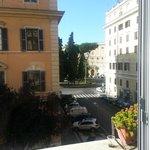 Gaden set fra værelset