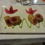Tonno in pasta fallo con vellutata di piselli e cipolle di tropea, molto gustoso e presentazione