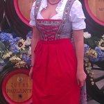 Фрау в национальном баварском наряде!