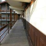 Couloir pour accéder aux chambres