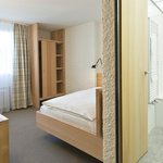 Qualtiy single room (bed 120cm x 200cm) in local larch wood