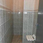 Hot water & plenty of room.