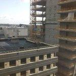 uitzicht op bouwtower next door
