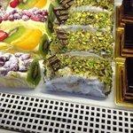 Pan di Spagna con crema di pistacchio e granella