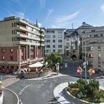 Hotelansicht mit Terrasse