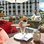 Bar und Lounge auf der Terrasse
