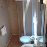 Il bagno di una delle quattro stanze