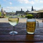 Biergarten met prachtig zicht op de skyline Dresden, niet vanaf het hotel