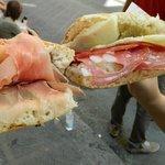 Prosciutto toscano,pecorino,rucola (sinistra) - salame toscano, pecorino, crema di carciofi (des