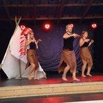 Voilà une photo de nous sur scène merci Maeva !!