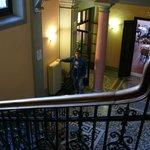 """Старинная дворцовая лестница и """"ресторанчик"""""""