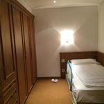 Zona armadi con a disposizione un letto ( camera tipologia 2)