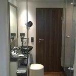 Room, toiler door