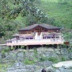 El Bar Karaoque al ptro lado del rio