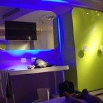 éclairage design, tv dans miroir