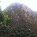 montanha de frente ao lodge