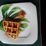 Waffle feito na hora no café-da-manhã