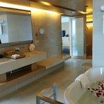 Suite 2606 bathroom