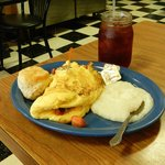 superb veggie omelet, biscuit, grits, obligatory sweet tea