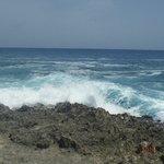el mar frente al hoyo