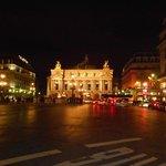 Ночная жизнь площади Оперы