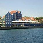El Hotel desde el puente flotantes