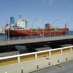 Paso de buques por el canal