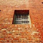 Окно в тюремное стене