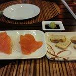 Salmon sashimi & tamagoyaki