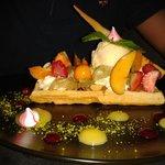 gauffre, glace et fruits