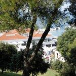 Вид из номера (на отель Бельведер, там находится открытый бассейн)