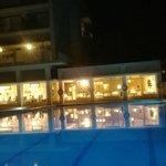 restaurant et hotel le soir