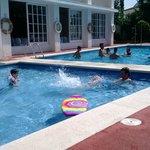 restaurant qui donne sur la piscine