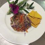 Julienne vegetariana in forma con crakers alla curcuma