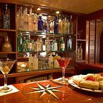 Martini Bar Cellar Pub, York Harbor Inn