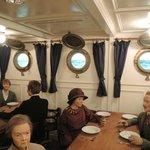 """Im Speisesaal der """"besseren"""" Klasse an Bord"""
