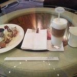 Nyantai di executive lounge. .