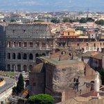 この角度から見るコロッセオは、また違った雰囲気があります。