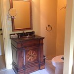 French Creek room bath