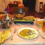 rice+chicken tikka masala+garlic bread+beer =1800RBL