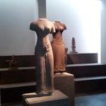 Plus de tête, mais quelle ligne dans ces statues de déesses féminines !