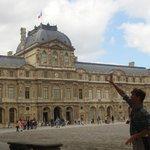Agustín, nuestro guía en París. Un GENIO!