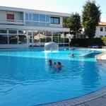 La piscina riscaldata grande