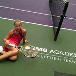 Jennifer auf dem Tennisplatz