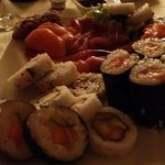 Fresco e abbondante. Squisito misto sushi sashimi