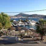 La vue sur le port depuis le balcon de la chambre