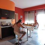 Společenská místnost, obývák, jídelna, kuchyně místo pro relaxaci, kancelář