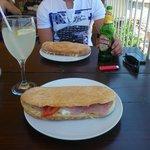 sandwichs typique, je pense un des meilleurs de dubrovnik! Avec limonade maison et bière locale