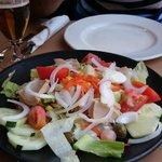 La ensalada que entra en el menú de 12€ además del primero, segundo, postre, café y bebida