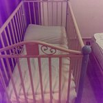 BROKEN COT SUPPLIED THATS FRAGILE AND WOULD NOT REPLACE FOR US